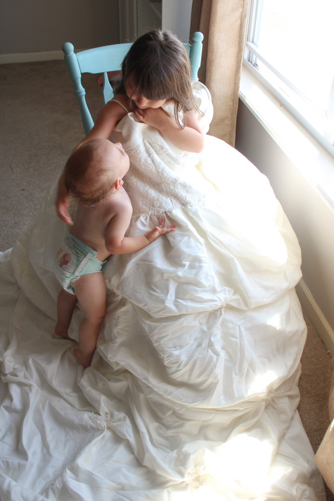 Let your kids discover your wedding dress